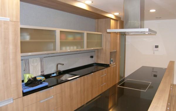 Kuchyně s imitací dřeva